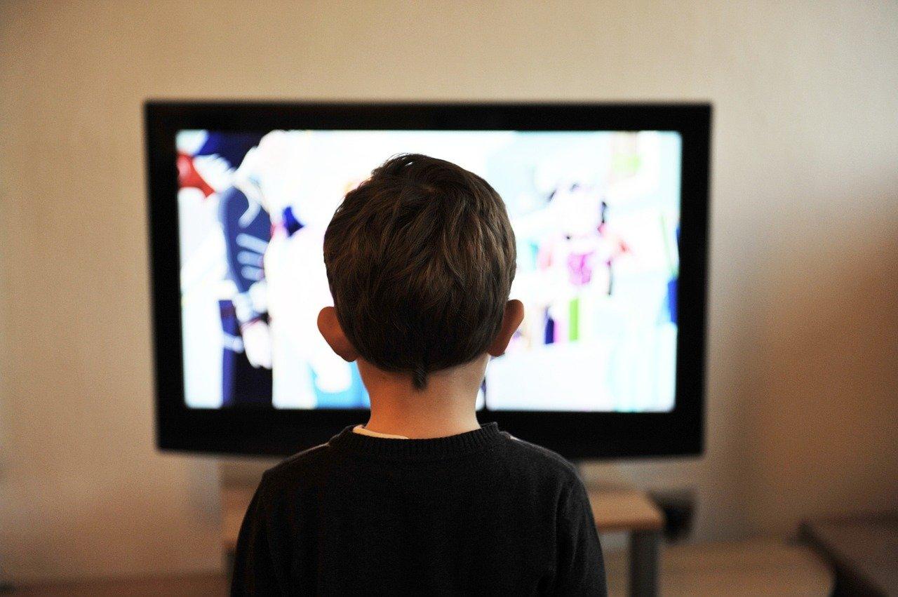 テレビの寿命は何年?買い換えのサインになる症状や寿命を延ばす方法を徹底解説!のサムネイル画像